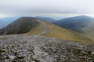 Looking down from Carn nan Gabhar, with Airgiod Beinn to the left, Bráigh Coire Chruinn-bhalgain to the right, and Carn Liath tucked in the middle
