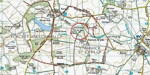 The ramparts of Stanwick Camp are marked in red dashes. Public footpaths follow some, but not all, of the route. There was also an inner fortification. at The Tofts, within the red circle