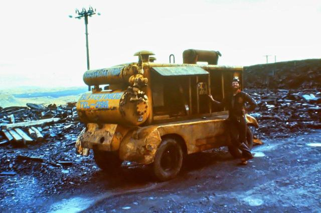I've included this picture purely for personal satisfaction. This is me standing next to a CP (Chicago Pneumatic)  600cfm compressor up at Manod in 1982. At that time I worked with a similar machine at Stainton Quarry near Barrow. When I saw it standing there it was like meeting an old and ear friend. I suppose it's a man thing.