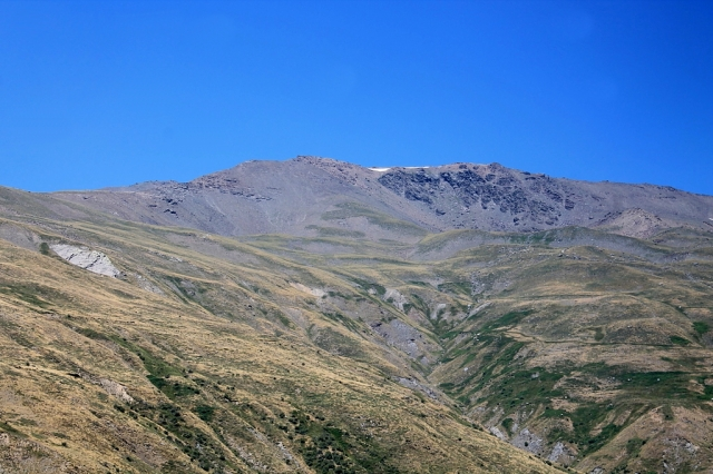 Pico del Tajo de los Machos dominates the valley head